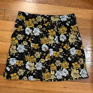 Floral mini skirt with snaps